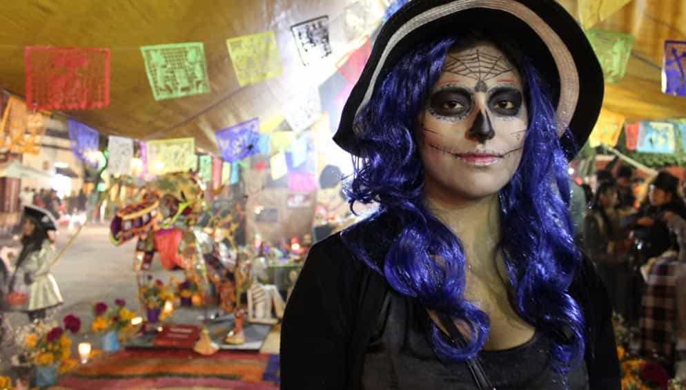 Halloween makeup in shopping centres