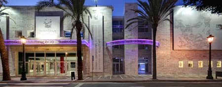 Cinemas in Puerto Banus with the Goya Cinema Theatre